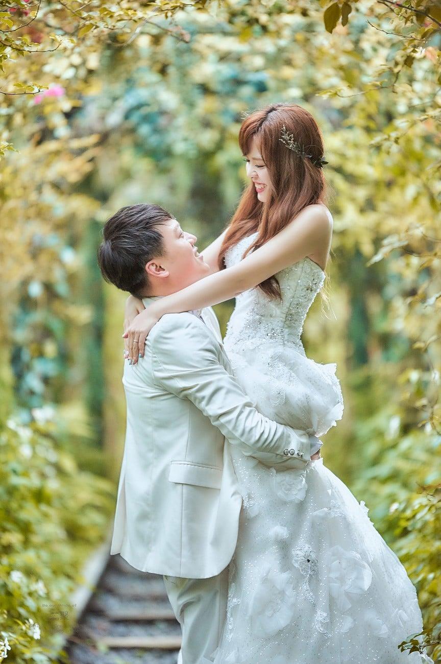 拍婚紗,別錯過百人好評的囍聚婚紗工作室,真愛桃花源篇